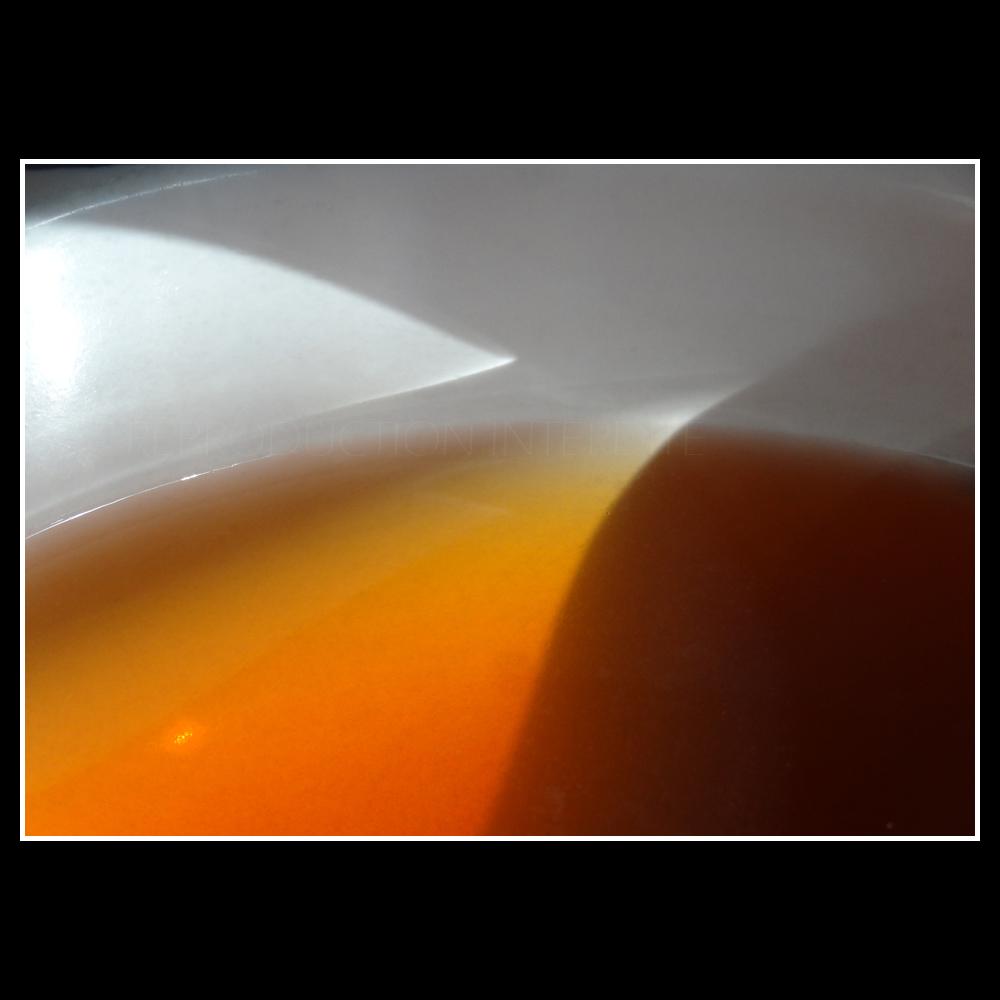 Tasse de thé au premier rayon du soleil